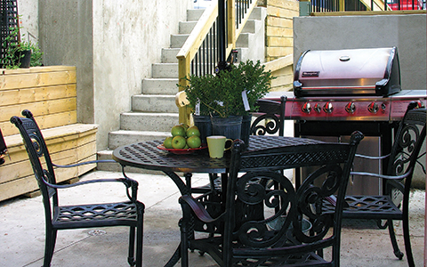 Outdoor patio with table and chairs and Barbecue at the Gerstein Crisis Centre Bloor Street West location.